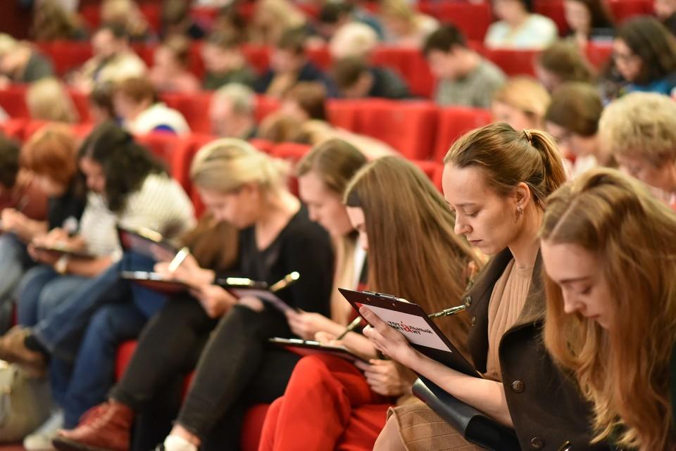 Тотальный диктант 2019 Новосибирск, в кинотеатре Победа, диктор Дмитрий Быков