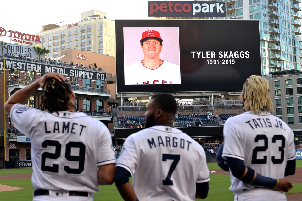 """Бейсбольный мир шокирован смертью питчера клуба """"Лос Анджелес Эйнджелс"""" Тайлера Скаггса, который был найден мертвым в отеле в Техасе во время выездной серии его команды."""