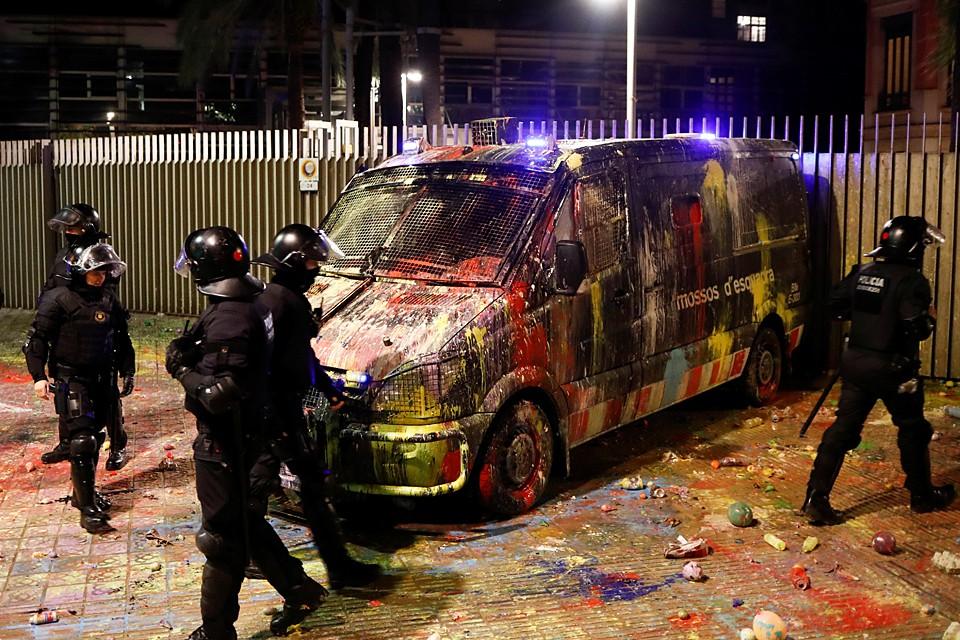 Протесты в Барселоне продолжаются уже вторую неделю. Ущерб от них превысил 2,5 миллиона евро
