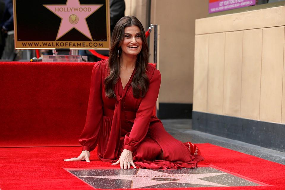 Идина Мензел, озвучившая Эльзу в мультильме «Холодное сердце», удостоена именной звезды на Аллее славы в Голливуде