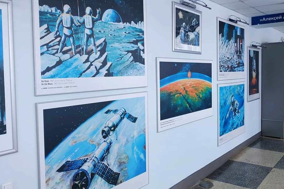 Увидеть настоящий костюм астронавта, картины и книги, созданные легендарным космонавтом Алексеем Леоновым, и многое другое теперь можно в музее, который открылся в кемеровском аэропорту. ФОТО: Instagram Андреяя Панова.