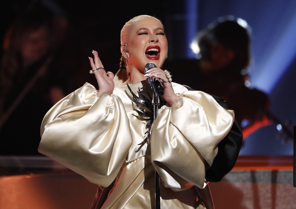 Певица Кристина Агилера на прошедшей в Лос-Анджелесе церемонии вручения наград за достижения в Латиноамериканской музыке.