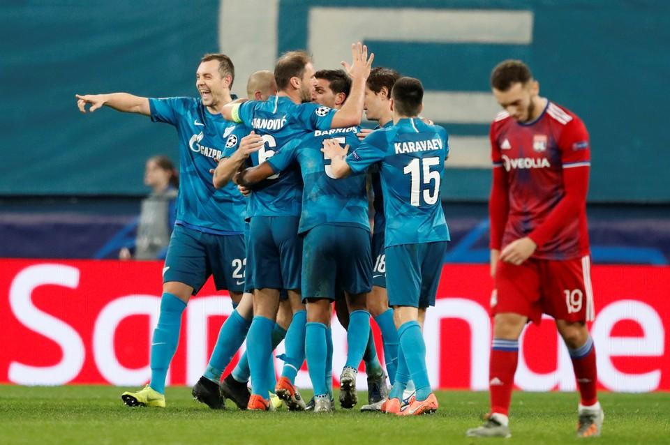 «Зенит» из Санкт-Петербурга со счетом 2:0 обыграл французский «Лион» в матче пятого тура группового этапа Лиги чемпионов УЕФА.