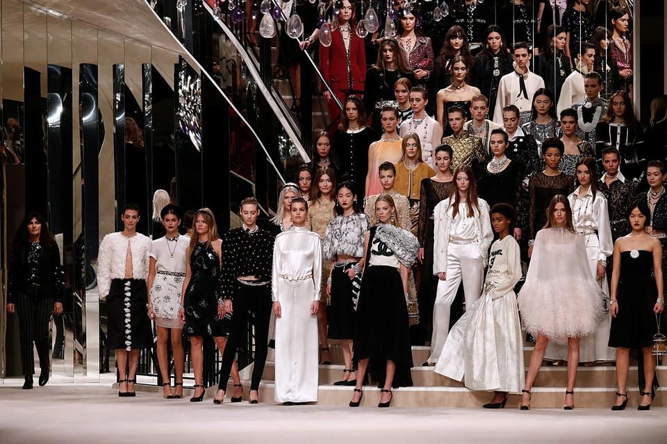 В Париже прошло модное шоу-показ Chanel Metiers d'art