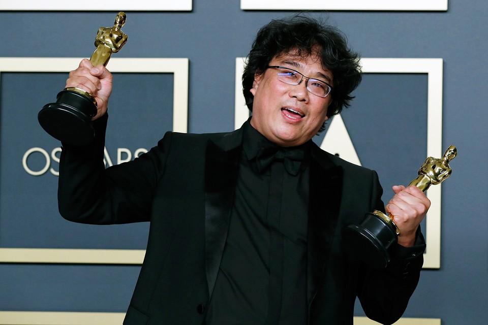 """В Лос-Анджелесе прошла церемония награждения кинопремии «Оскар-2020». Главный приз, а также приз за режиссуру, лучший иностранный фильм и оригинальный сценарий забрал фильм """"Паразиты"""" корейского режиссера Пон Джун-хо"""