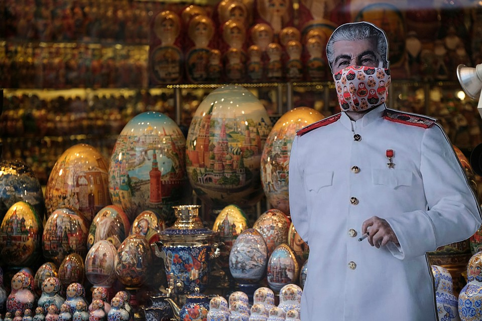 Московские продавцы сувениров следуют трендам