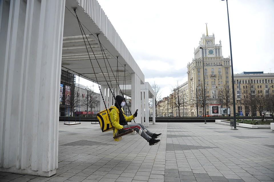 Москва продолжает жить в условиях самоизоляции