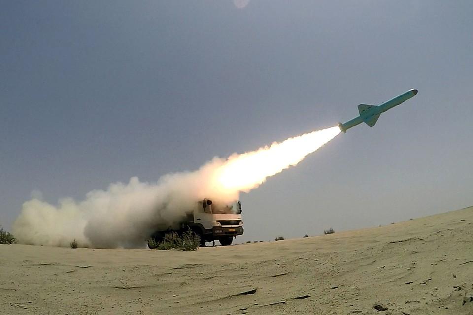 ВМС Ирана провели успешный пуск крылатых ракет. Учения включали в себя поражение надводных целей с расстояния 280 километров. Пуск происходил как с суши, так и с моря