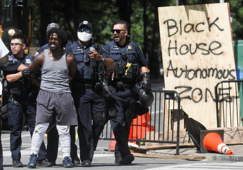 Полиция предотвратила установку в Вашингтоне лагеря сторонников движения Black Lives Matter.
