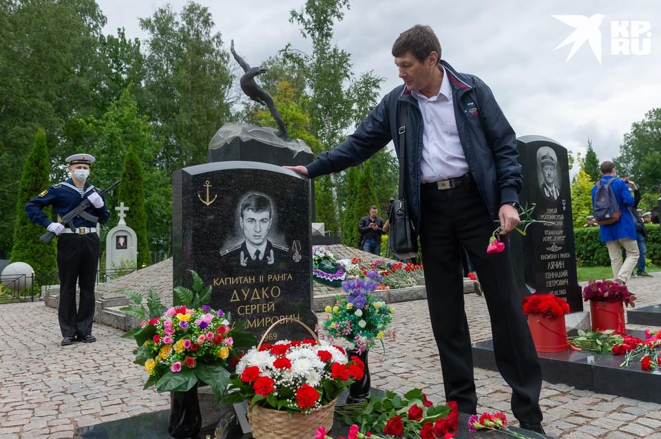 В Петербурге почтили память погибших 20 лет назад моряков подлодки «Курск»