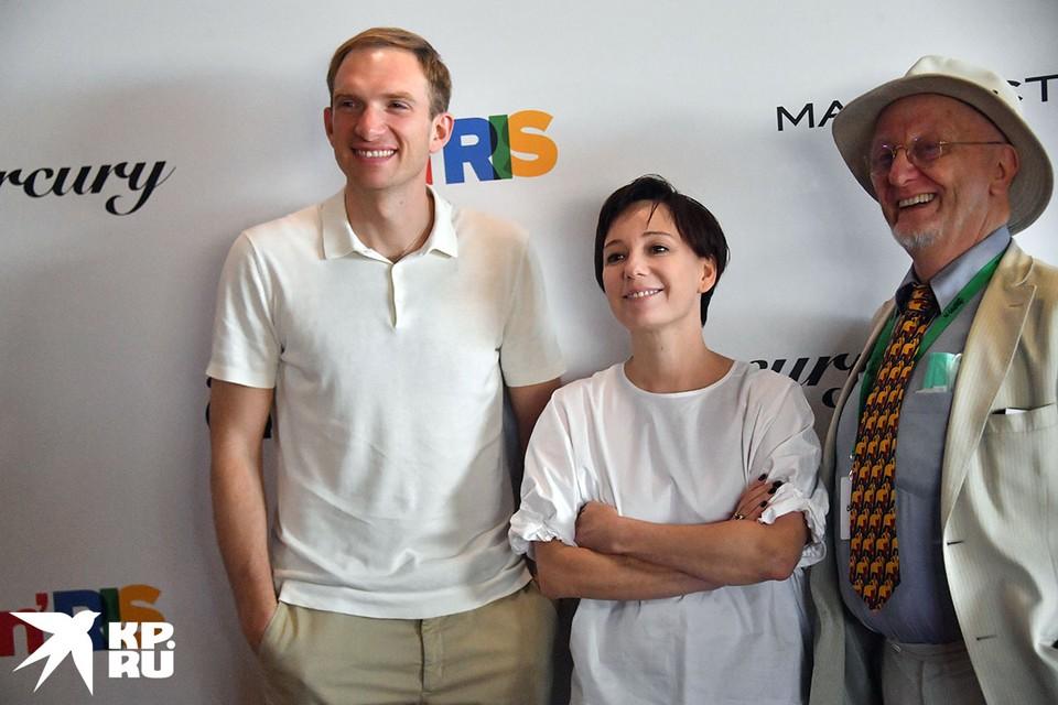 "Глеб Глинка (слева), муж ""Доктора Лизы"", Чулпан Хаматова и  актер Андрей Бурковский"