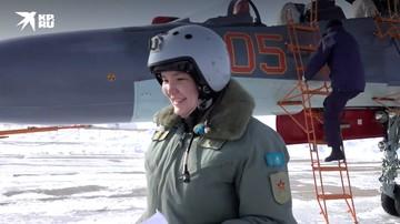 """""""В небе все равны"""". Девушка из Казахстана исполнила мечту детства и стала военным летчиком"""