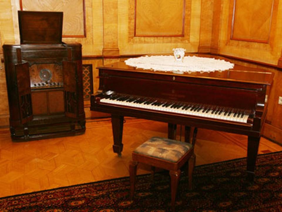Пианино и приемник