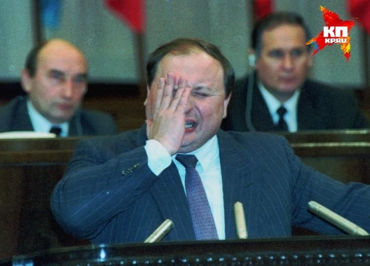 Москва. 1993 г. Первый заместитель председателя Совета министров Егор Гайдар на съезде народных депутатов делает доклад об экономическом положении.