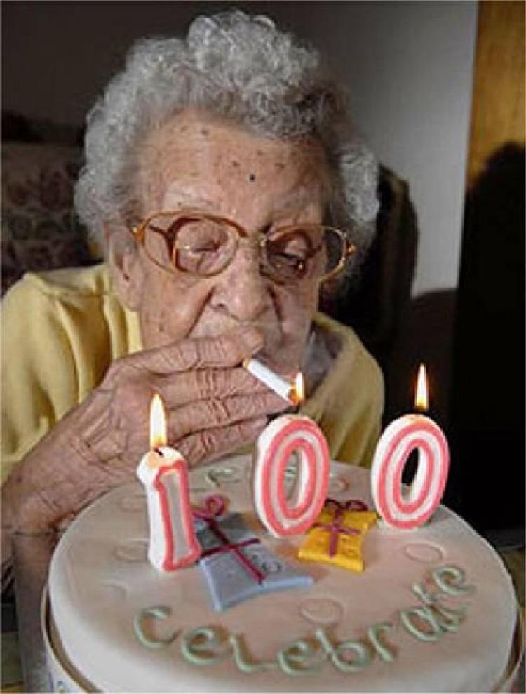 До 100 лет радостно работаем, а уж после в сберкассы - за пенсией.