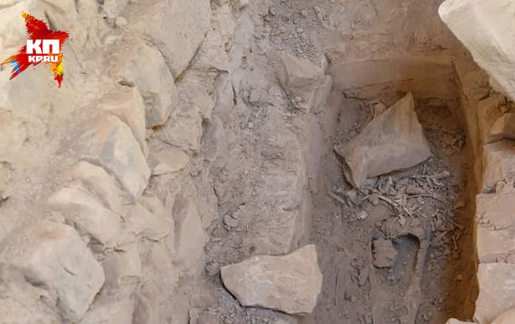 Исламисты сравняли с землей кладбища. Причем как христианские, так и мусульманские - единоверцев, устанавливающих плиты на могилах своих родственников, террористы приравнивают к язычникам. Фото из архива отца Зохри Хазааля