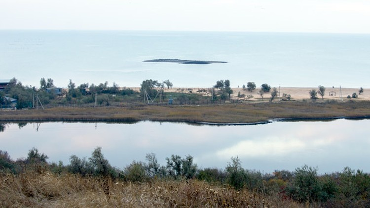 Грязевой остров размывается морем буквально через несколько месяцев. Фото: temruk.info