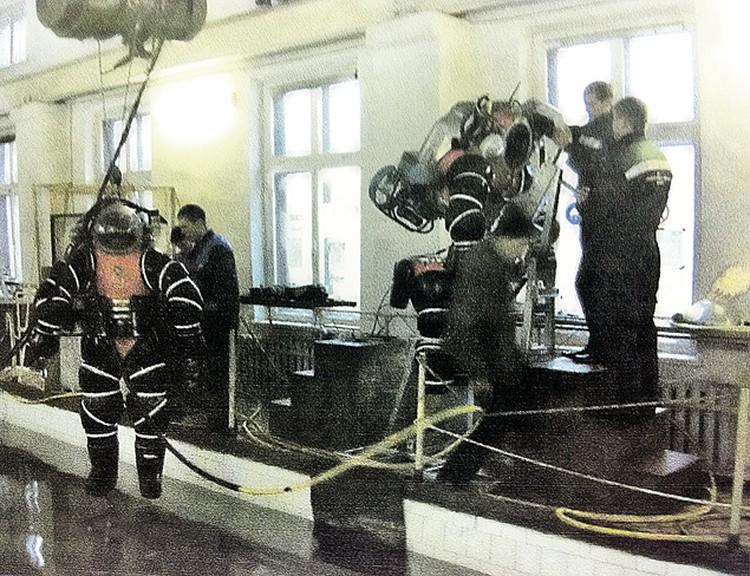 В НИИ спасания и подводных технологий ВУНЦ ВМФ моделируются условия работы водолазов в океане.