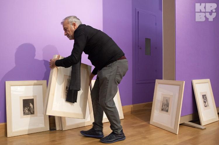 95 картин выставки должны висеть в строго определенном порядке.