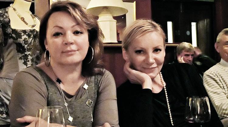 Саша Нерозина (справа), близкая подруга экс-супруги Березовского Галины (слева), написала о покойном олигархе книгу.