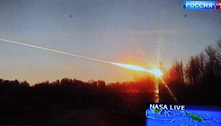 Иностранцы собрали 900 видеозаписей падения метеорита.