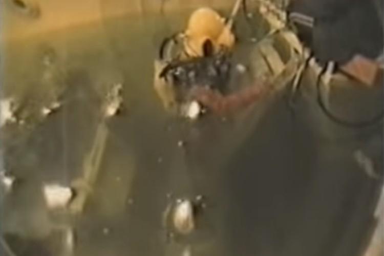 Водолазы не просто жили в барокамере, но и работали в ней под водой