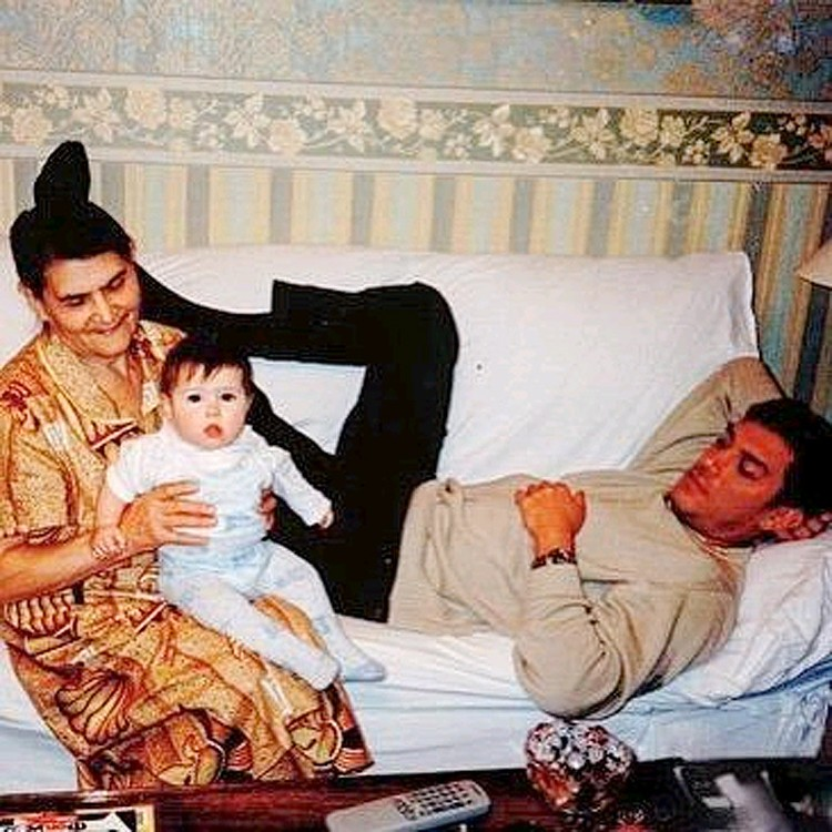 Одинцова выложила редкое фото, на котором ее внебрачной дочке Дине несколько месяцев.