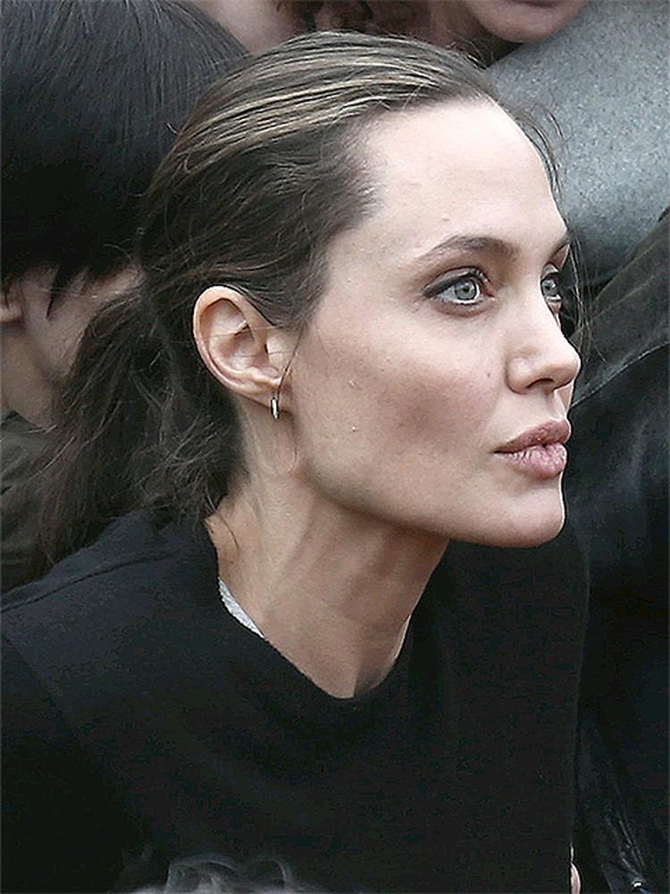 О том, Джоли «скатилась» в анорексия последние полгода говорят все таблоиды мира.