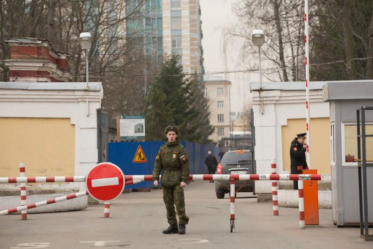КПП военного госпиталя имени Соловьева.
