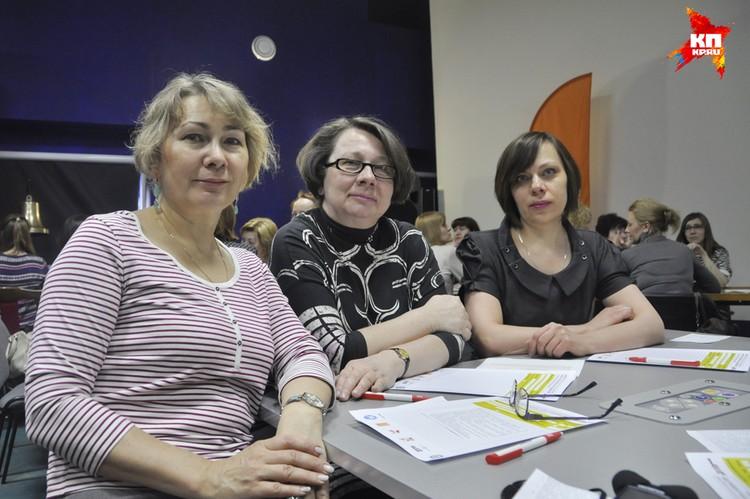 Коллеги, сотрудницы областной научной библиотеки пришли на диктант под предводительством круглой отличницы - Татьяны Ивановой (справа).