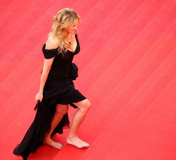 Оказалось, что Джулия пришла на премьеру без туфель...