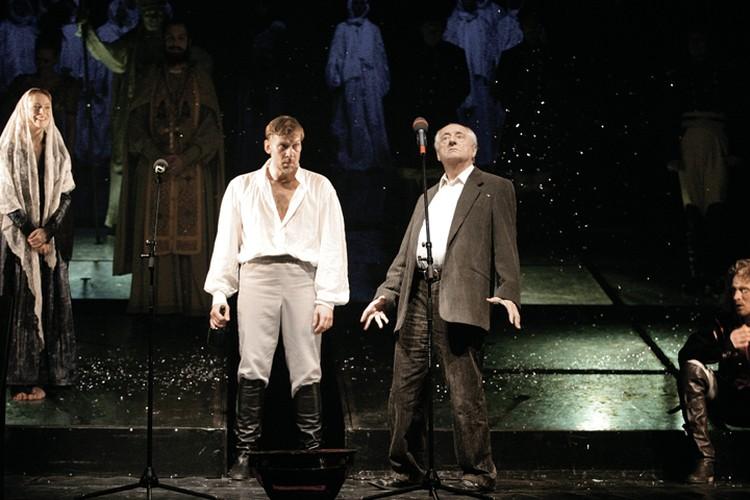 Режиссер спектакля Марк Захаров (справа) иной раз и сам с удовольствием пропоет: «Аллилуйя любви, аллилуйя!»