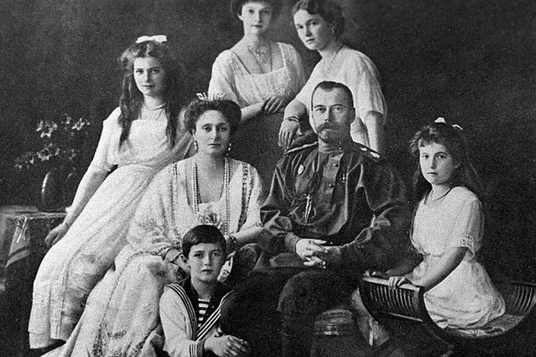 Расстрелянная большевиками семья Императора Николая II.