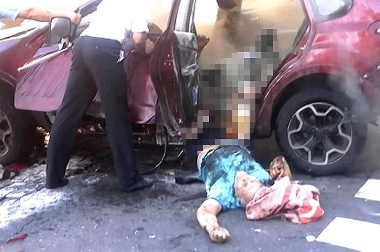 Шокирующий кадр видеосъемки первых минут после взрыва автомобиля журналиста.