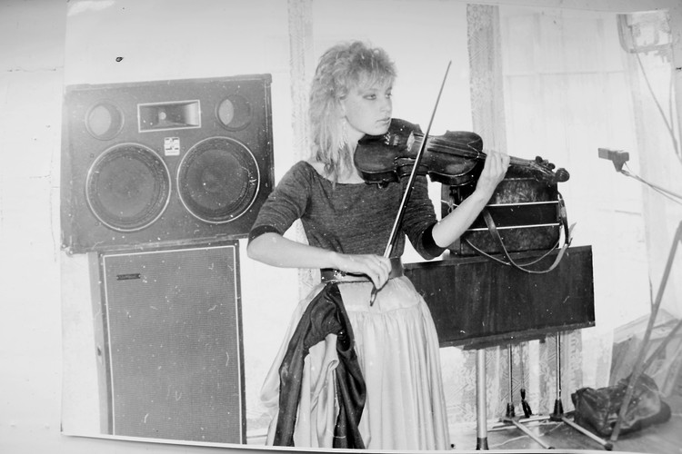 Екатерина играла в в ВИА на скрипке. Фото: личный архив героини публикации