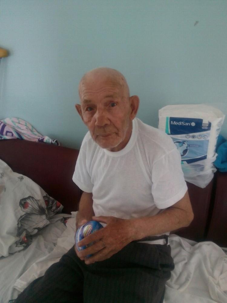 Владимир Максимович в больнице. Фото предоставили волонтеры.