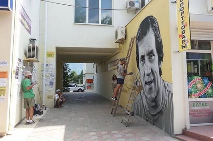 """На граффити появится девиз """"Лучше гор могут быть только горы"""" Фото: Анастасия Шалаева\Facebook"""