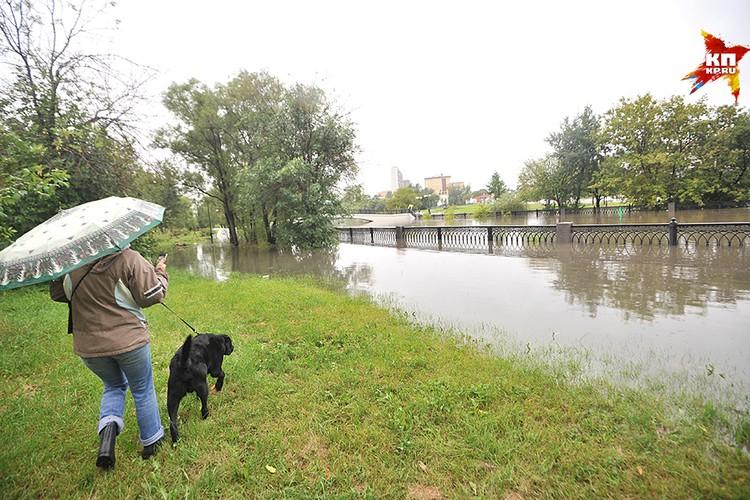 В столице 15 августа из-за сильного ливня вышла из берегов река Яуза