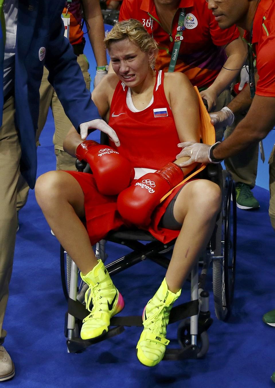 российскую боксершу увезли с ринга фото влюбленные