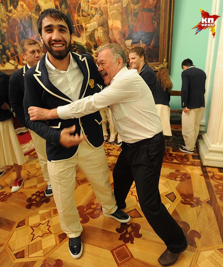 Наш корреспондент Александр Гамов с дзюдоистом Хасаном Халмурзаевым