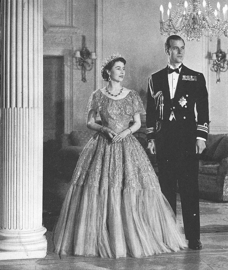 Культовый снимок Бэрона - Елизавета и Филипп после коронации
