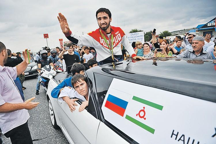 Дзюдоисту Хасану Халмурзаеву подарили квартиру в столице Ингушетии.