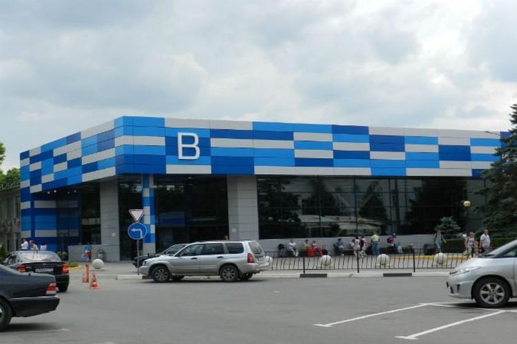 Пассажирам советуют приезжать в аэропорт за 2-4 часа до отправки. Из-за ремонта Евпаторийской трассы могут быть пробки.