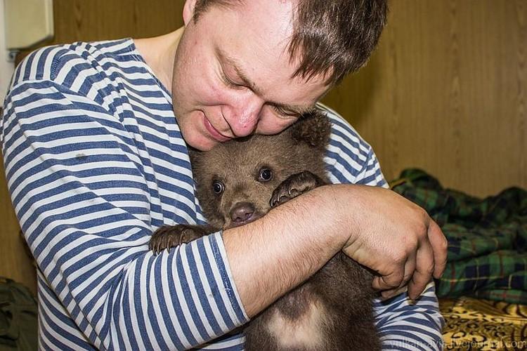 Андрей очень привязан к медвежонку. Фото: Андрей ИВАНОВ