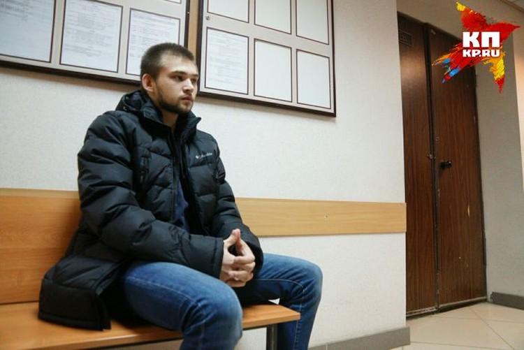 В Кировский суд Руслан приехал уже с вещами, приготовившись вернуться в СИЗО.