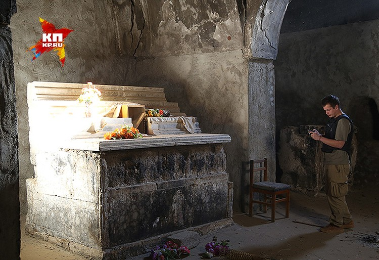 Последние христиане остававшиеся в городе, всё равно приходили в этот храм.