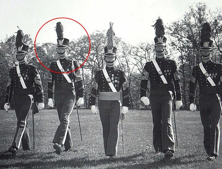 В форме курсантов Нью-Йоркской военной академии.