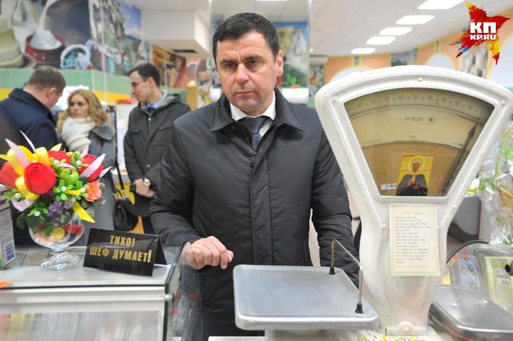 На рынке Дмитрий Миронов поинтересовался ярославской продукцией.