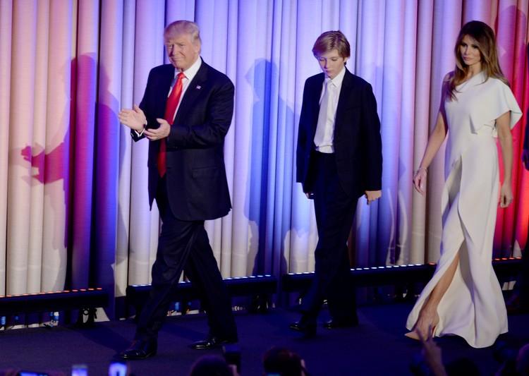 Дональд Трамп с сыном и супругой. Фото: FA Bobo/PIXSELL/PA Images/TASS