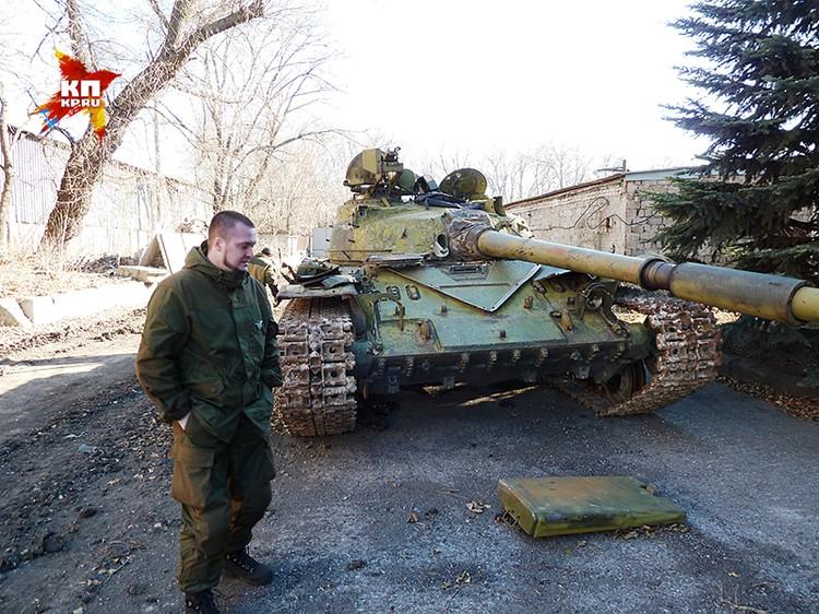 Комбат Француз на фоне трофейного танка